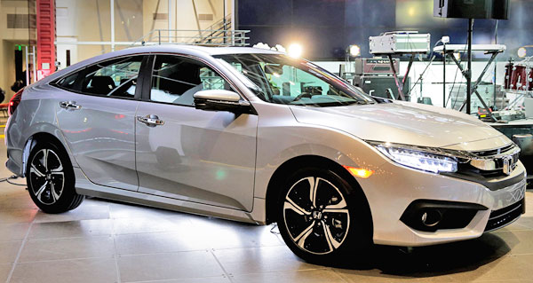 2016 Honda Civic at auto show
