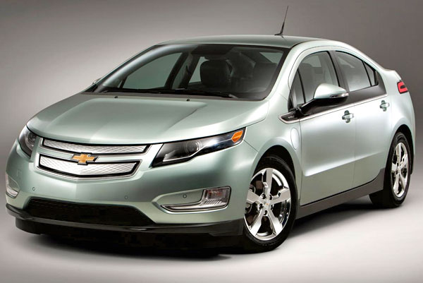 Lowering prices, GM seeks to attract those buyers who still do not feel confident of riding an electric car.