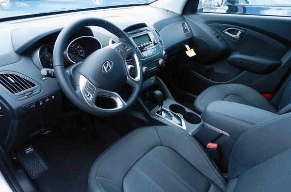 http://www.autopten.com/carforum/images/new-2013-hyundai-tucson-interior.jpg