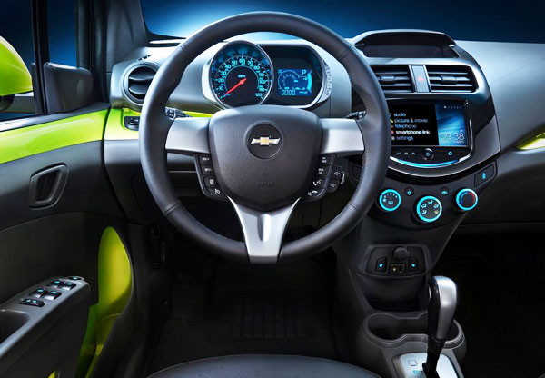 <strong>Photo: Chevrolet Spark 2013 (Interior)</strong>. The design per se is already quite striking and Chevrolet wanted to emphasize it more with colors such as: Salsa, Jalapeno, Denim, Lemonade and Techno Pink that complement the car with a good dynamic handling, systems like MyLink as well as high safety.