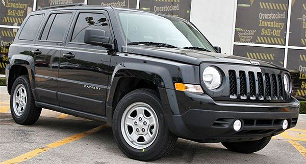 /cheapcarsimg/2012-jeep-patriot-at-dealer.jpg