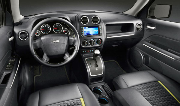 /cheapcarsimg/2012-jeep-patriot-interior.jpg