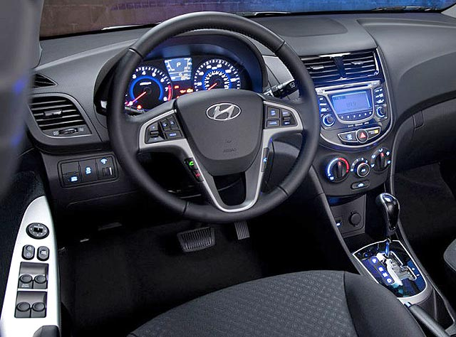 2013 Hyundai Accent Interior Dashboard Steering Wheel Panel