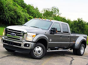 <strong>Ford F-450 Lariat</strong>. Large pickup truck