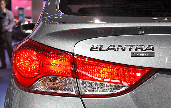 Badge, Taillight: Hyundai Elantra Coupe 2013
