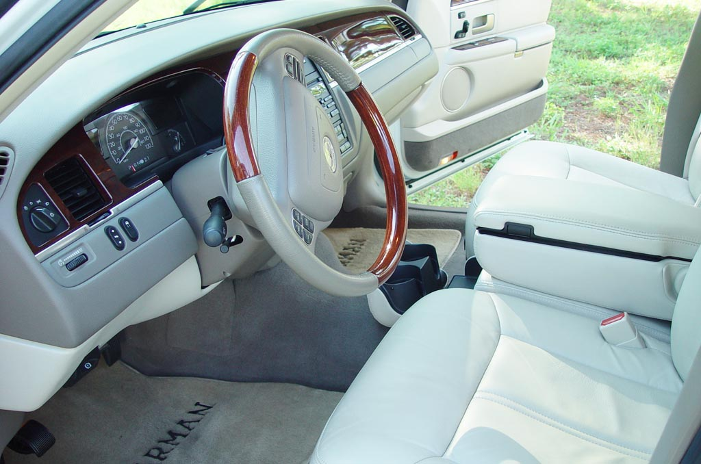 Cheap Luxury And Elegant Car Lincoln Town Car 2003 2011 Review