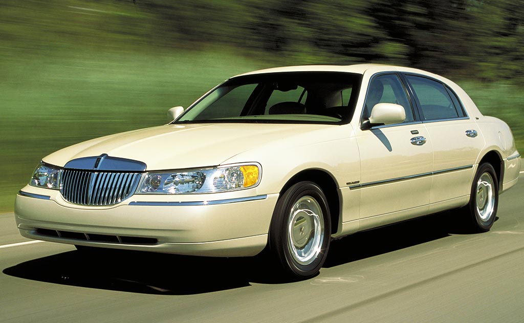 The <strong>Town Car is the highest rated American car in the middle segment of luxury</strong>. According to a customer satisfaction research made by JD Power and Associates, 60 percent of all Town Car customers are repeat buyers. Approximately 75 percent of limousines fleet and chauffeured vehicles are made of this huge American luxury sedan.