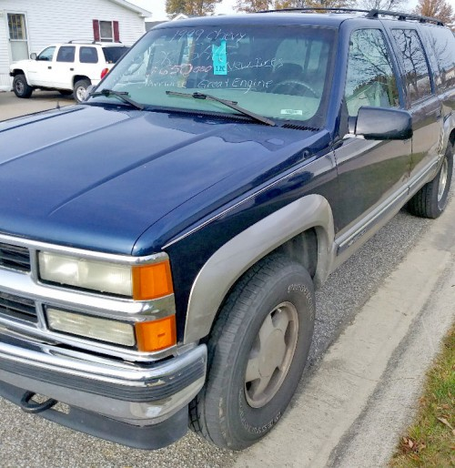 Chevy Suburban '99 Under $1K Fort Wayne, IN 46818 (SUV By
