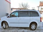 2010 Chrysler Town Country under $9000 in Illinois