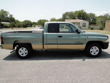Photo #1: truck: 2000 Dodge Ram (Green)