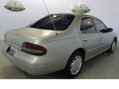 Photo #4: sedan: 1997 Nissan Altima (Tan)