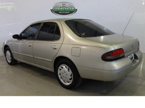 Photo #5: sedan: 1997 Nissan Altima (Tan)