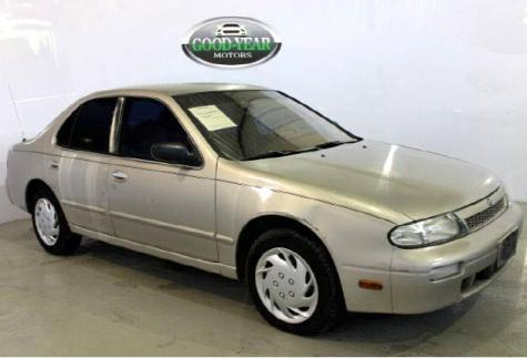 Photo #1: sedan: 1997 Nissan Altima (Tan)