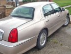 1998 Lincoln TownCar (Gold)