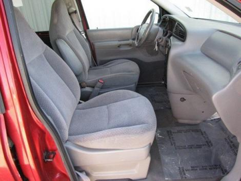 Photo #12: cargo minivan: 2000 Ford Windstar (Red Metallic)