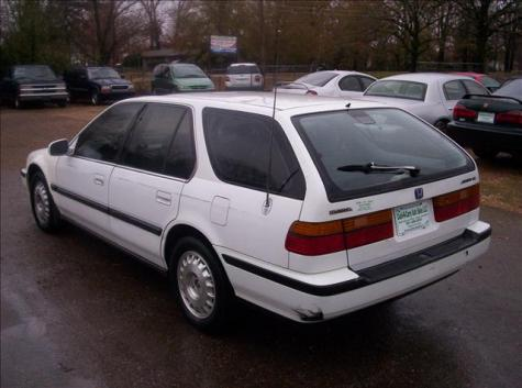 Photo #6: station wagon: 1991 Honda Accord (White)
