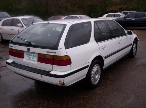Photo #7: station wagon: 1991 Honda Accord (White)