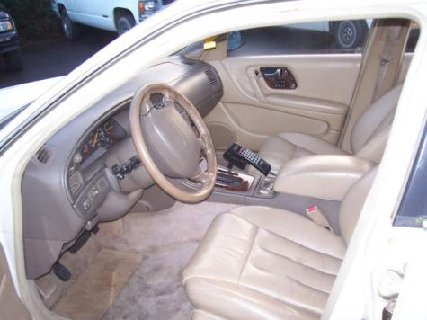Photo #10: luxury sedan: 1994 Infiniti Q45 (White Cream)