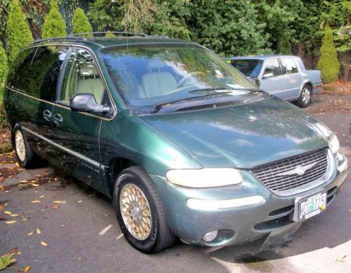 chrysler town country minivan 39 98 for 500 in portland or. Black Bedroom Furniture Sets. Home Design Ideas