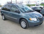 2005 Chrysler Town Country under $1000 in Illinois