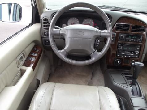 Photo #11: luxury suv: 2000 Infiniti QX4 (White)