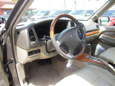 Photo #12: luxury suv: 2002 Infiniti QX4 (Stone Beige)