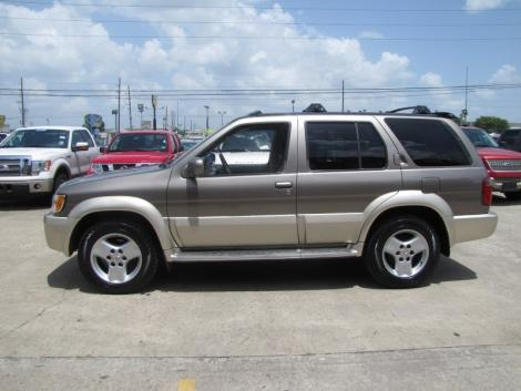 Photo #3: luxury suv: 2002 Infiniti QX4 (Stone Beige)