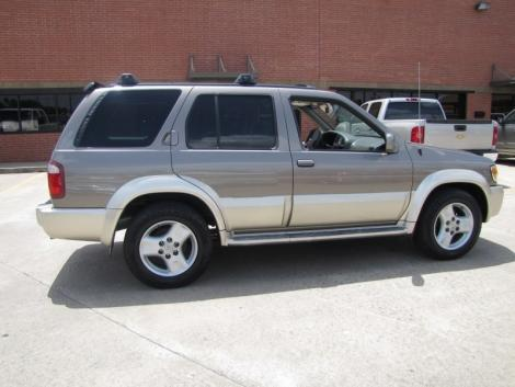 Photo #6: luxury suv: 2002 Infiniti QX4 (Stone Beige)