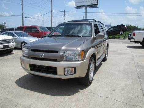 Photo #1: luxury suv: 2002 Infiniti QX4 (Stone Beige)