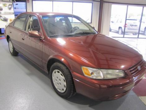 Photo #1: sedan: 1999 Toyota Camry (Dark Red)