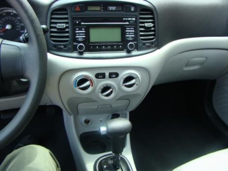Photo #12: sedan: 2009 Hyundai Accent (Arctic Blue)