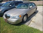 2000 Lincoln TownCar under $3000 in Wisconsin