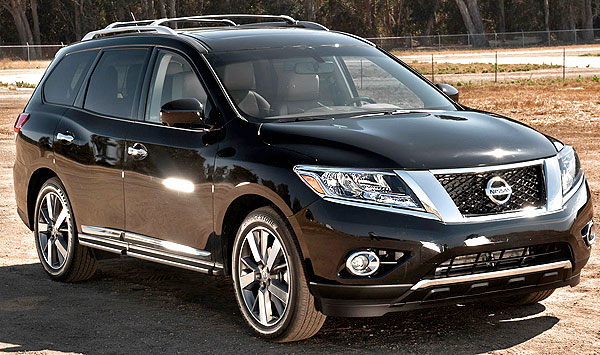 2013 Nissan Pathfinder SV Picture.