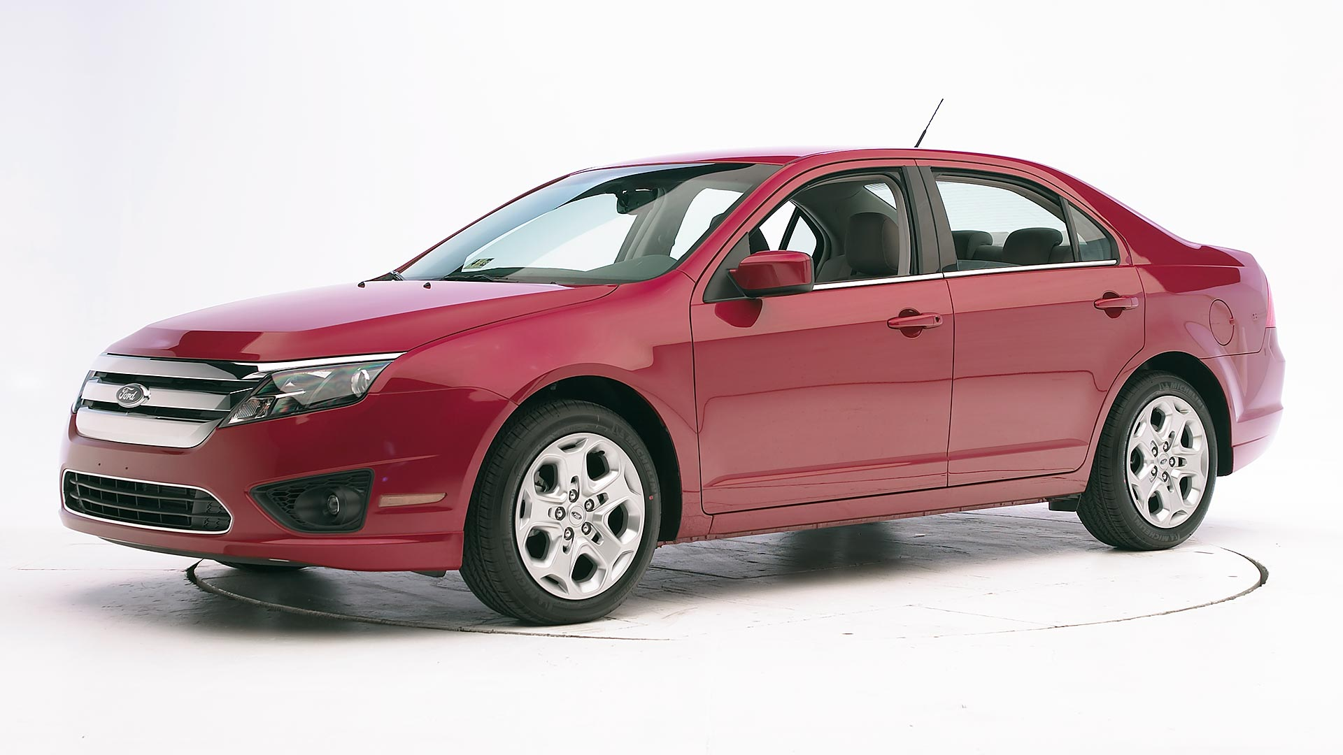 /pics/Ford-Fusion-2010-red.jpg