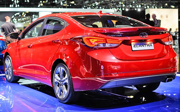 rear view red elantra